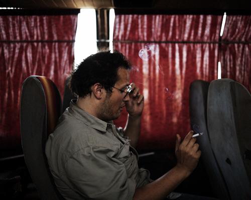 Loïc, dans un bus à Bamako.