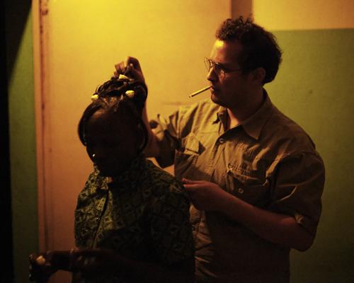 Loïc et Cécile, dans une maison close de la périphérie de Bamako.