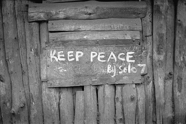 Inscription sur les murs du bidonville de Kibera en réaction aux émeutes post-électorales de décembre 2007.