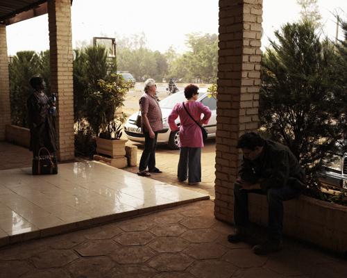 Loïc's family waiting Awa's nephew to go Bamako's downtown.